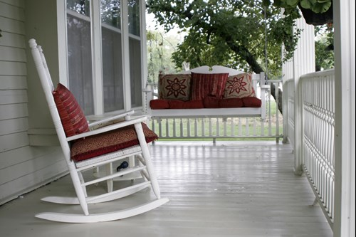 outdoor furniture options based on your home exterior
